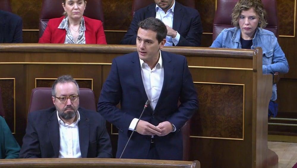 """Frame 6.435848 de: Rivera critica a Rajoy: """"Nos hemos gastado el dinero en corrupción"""""""