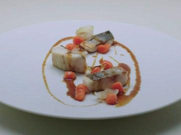 Ñoquis de pimiento rojo y coliflor, lubina, cebolletas, salsa ponzu