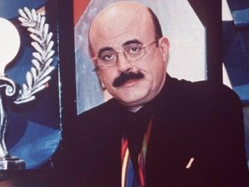 Constantino Romero junto a los premios de 'La Parodia Nacional'