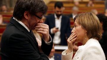 Carles Puigdemont conversa con Carme Forcadell