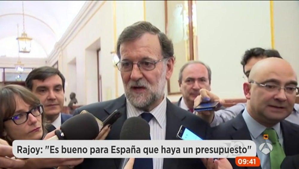 """Frame 14.336666 de: Rajoy, sobre los presupuestos del Estado: """"Si todo el mundo actúa con responsabilidad, se pueden aprobar"""""""