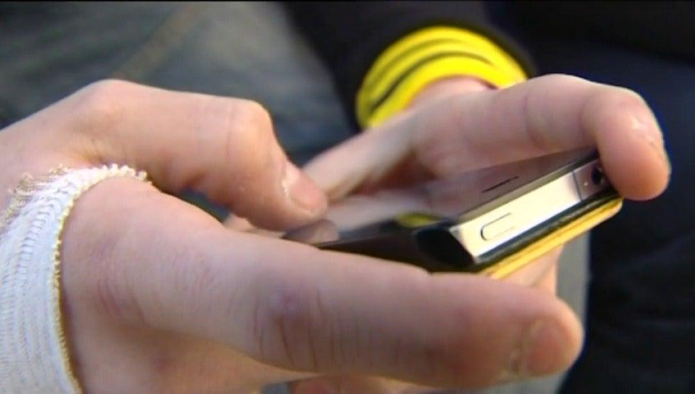 Frame 15.633398 de: Absuelta una madre denunciada por su hijo de 15 años por quitarle el móvil para que estudiase