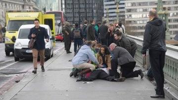 Personas heridas en un el puente de Westminster
