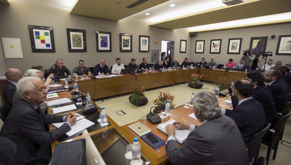 Reunión entre representantes de la patronal y de los sindicatos de los estibadores