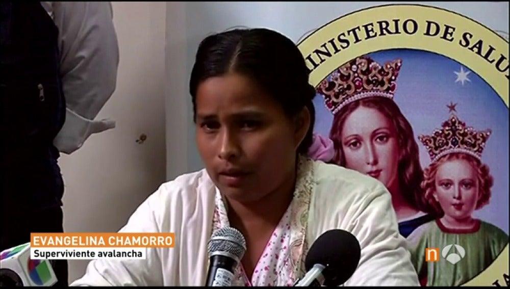 """Frame 16.618694 de: La mujer que se salvó en Perú después de estar atrapada en medio del lodo: """"Dios me dio fuerzas porque ni siquiera podía respirar"""""""