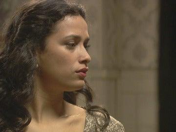 Lucía invoca a los santos para conseguir a Hernando