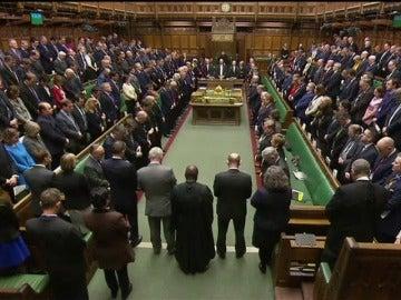 Frame 20.283844 de: Minuto de silencio de los diputados británicos en recuerdo de las víctimas del ataque de Londres.