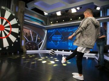 Pablo Motos compite contra Lucas Vázquez al 'fútbol' de Marron