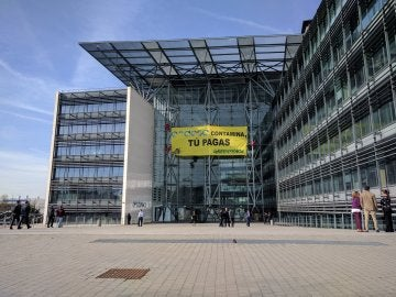 Pancarta de Greenpeace contra las prácticas de Endesa en Madrid