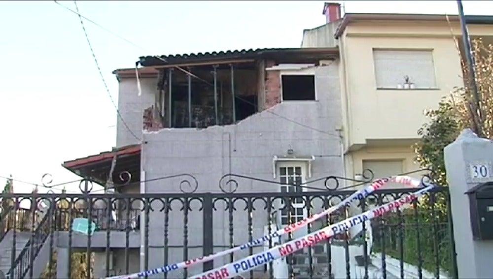 Frame 40.332425 de: Los vecinos han evitado que la abuela y el hijo de una mujer asesinada por su pareja