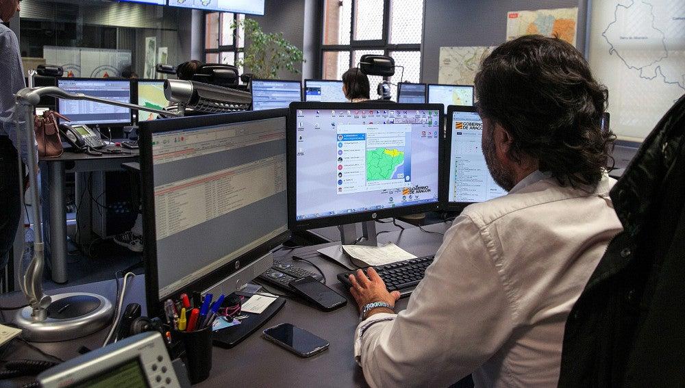 Un empleado en la sala de emergencias 112