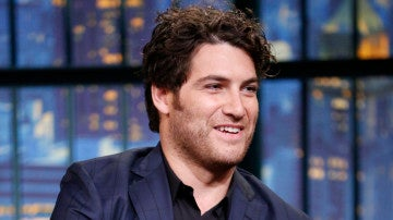 El actor Adam Pally
