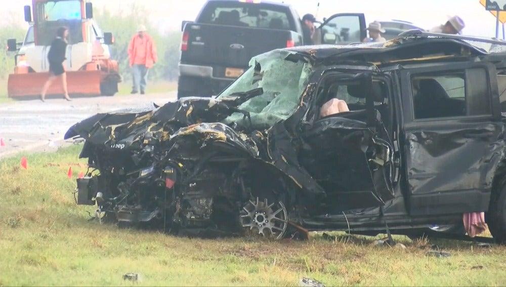 "Frame 5.808579 de: Tres conocidos ""cazatormentas"" de un programa de televisión fallecen en un accidente de tráfico"