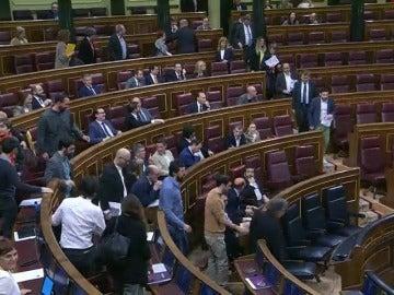 Frame 64.46987 de: Nacionalistas y Podemos abandonan el pleno del Congreso en solidaridad con Homs