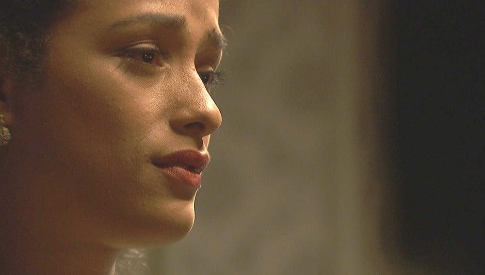 Lucía reza para que Camila no se interponga en su camino