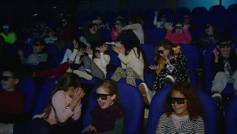 Frame 4.914435 de: La sala de cine 4D más grande de España abre sus puertas en Valencia