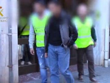 Frame 43.283547 de: Más de cien personas detenidas por tenencia y distribución de archivos pedófilos a través de Internet