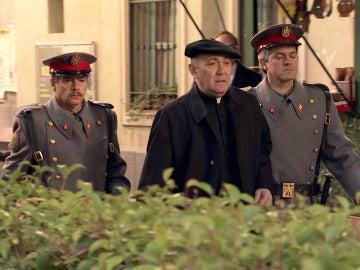 La Guardia Civil se lleva detenido al padre Argimiro