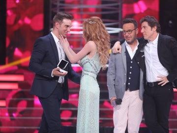 El novio de Itziar Camacho le pide matrimonio en directo