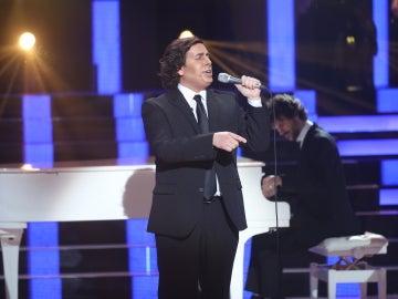 Gabriel Gutiérrez, se convierte en un truhán señor para cantar por Julio Iglesias