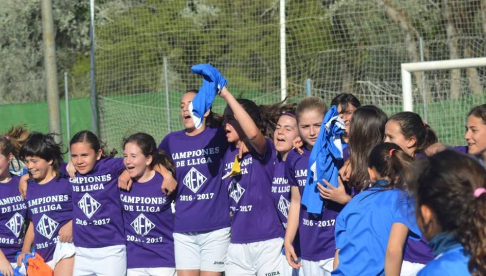 Las chicas del AEM de Lleida, celebrando su gesta