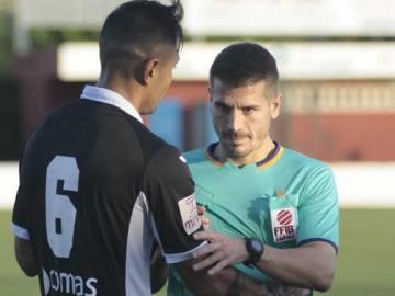 El árbitro Carlos Lara Ortega