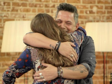 Niña Pastori le lleva un regalo muy especial para la hija de Alejandro Sanz