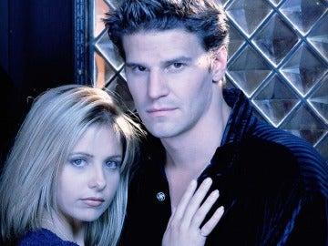 Sarah Michelle Geller y David Boreanaz en 'Buffy Cazavampiros'