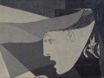 """Frame 30.583727 de: Una exposición muestra cómo Picasso llega a la creación de """"El Guernica"""" a través de 180 obras"""