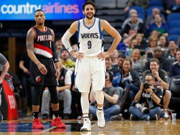 Ricky Rubio sonríe tras una jugada ante Portland