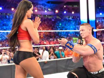 John Cena le pide matrimonio a Nikki Bella en WrestleMania