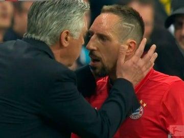 Ancelotti calma a Ribéry tras su enfado por el cambio
