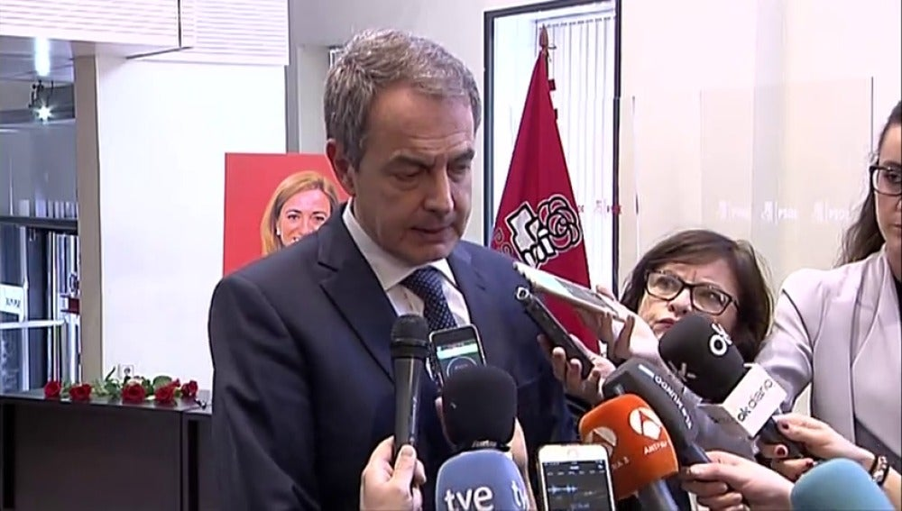 """Frame 3.300456 de: Zapatero, """"desolado"""" por la muerte de su """"compañera y amiga"""" Carme Chacón"""
