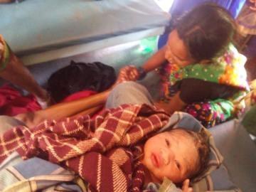 Un estudiante de medicina ayuda a dar a luz a una mujer en un tren
