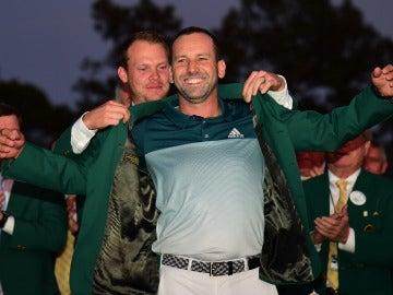 Sergio García se enfunda la 'chaqueta verde' como campeón del Masters de Augusta
