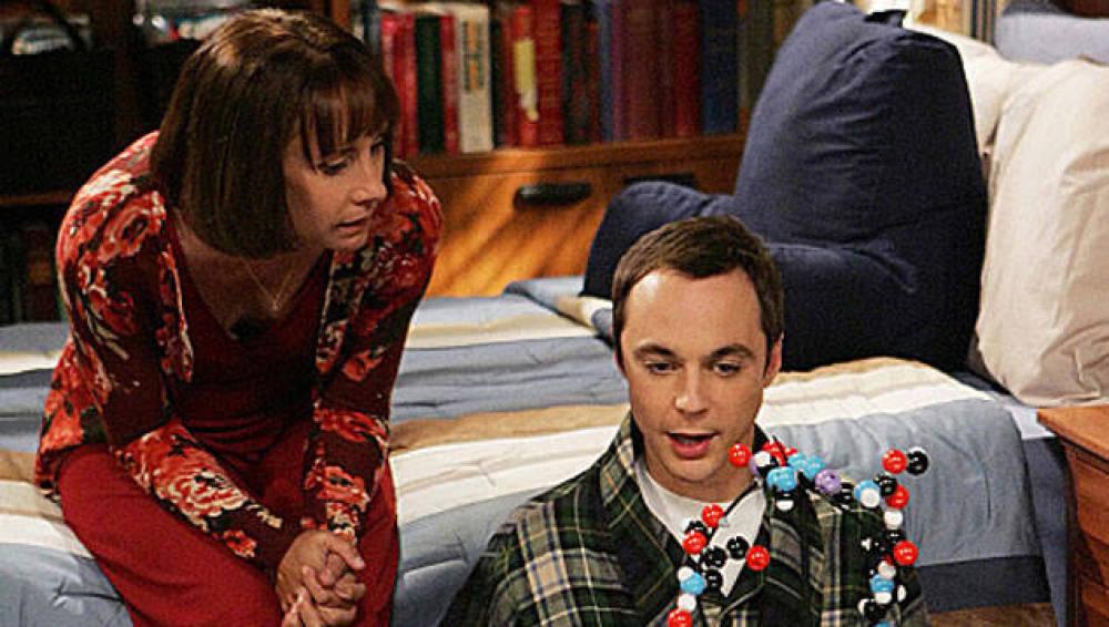 Sheldon Cooper y su madre en 'The Big Bang Theory'