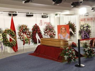 Capilla ardiente de Carme Chacón instalada en la sede del PSOE, en Ferraz