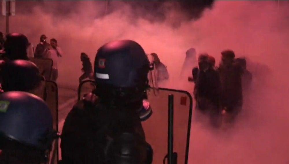 Frame 5.452581 de: Enfrentamiento entre guaridas de prisiones y la policía