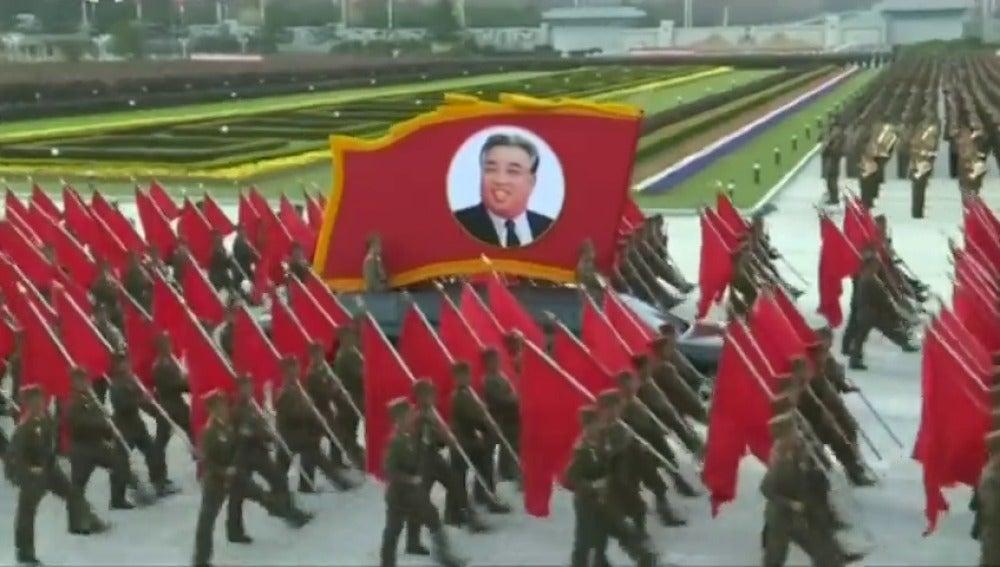 """Frame 4.248751 de: Corea del Norte advierte a EEUU de que está """"listo"""" para responder a """"todo tipo de guerra"""""""