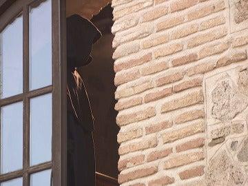Una presencia encapuchada siembra el miedo en Puente Viejo