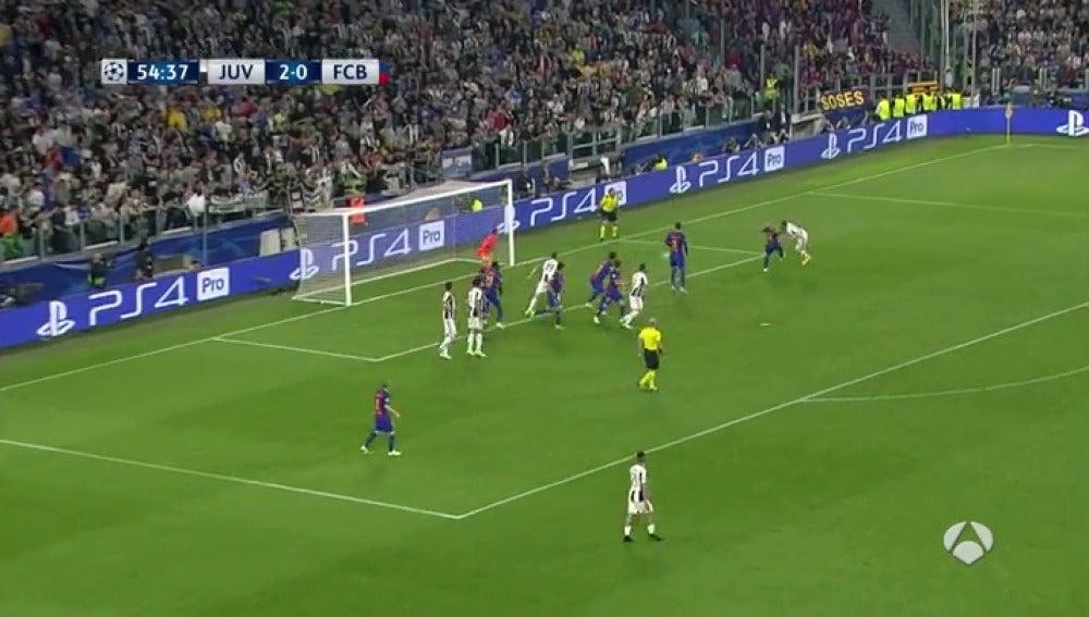 Frame 3.642642 de: Chiellini deja en evidencia a Mascherano y marca el 3-0 de cabeza a la salida de un córner