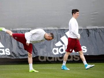 Lewandowski junto a Ribery en el entrenamiento del Bayern