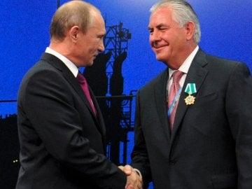 Vladímir Putin y Rex Tillerson