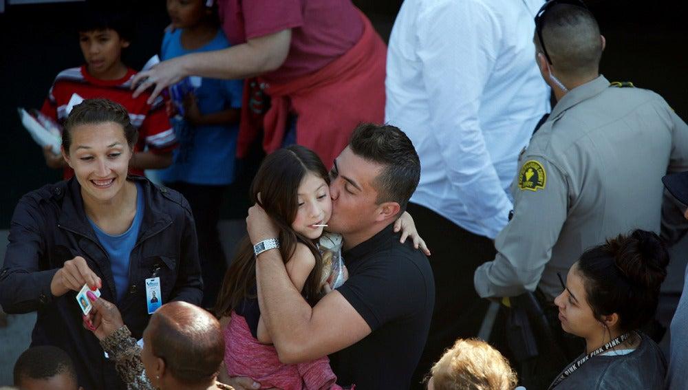 Un grupo de niños fue evacuado de la escuela de San Bernardino