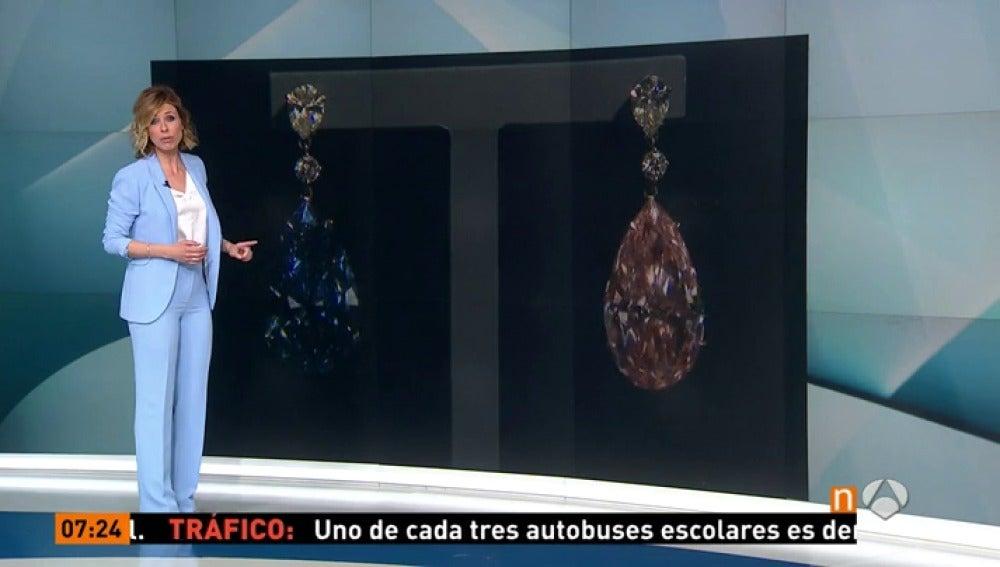 Dos pendientes de diamantes