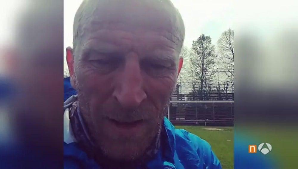 Frame 44.995789 de: Massimiliano Sambugaro, el hombre que ha recorrido 400 kilómetros andando para conocer a Messi