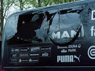 Así quedó la luna del autobús del Dortmund