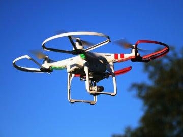 Dos jóvenes crean un dron de bajo coste para detectar minas antipersonas