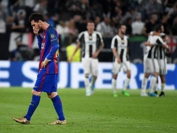 Messi, cabizbajo tras un gol de la Juventus