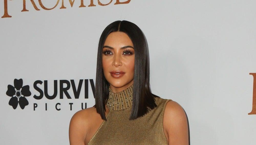 Kim Kardashian estrena nuevo look